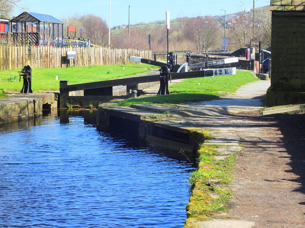 CanalWalk - DSCF2852.jpg
