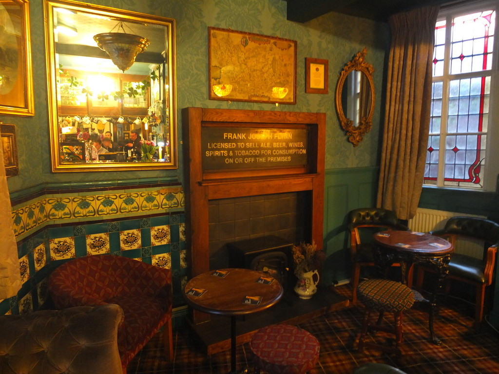 Lounge at the Grapes