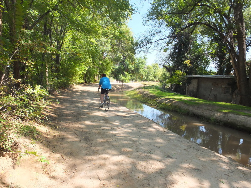 detour into neighborhood from Paseo del Norte Trail