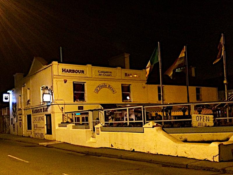 """""""Famous"""" Harbour Bar"""