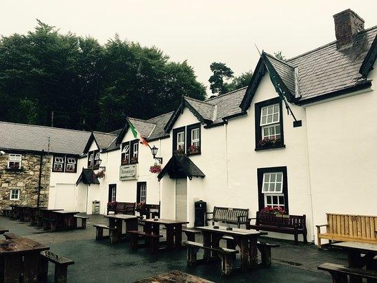 Glenmalure Lodge (pub)