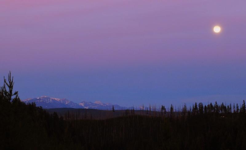 moonrise at Polebridge