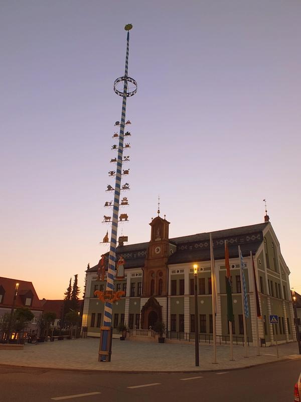 Wolnzach rathaus at dusk