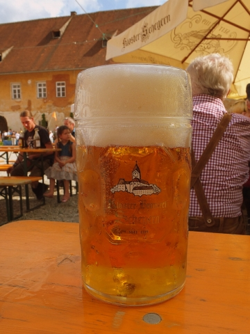 a Maß of Kloster Brauerei Scheyern Hopfazupfabier