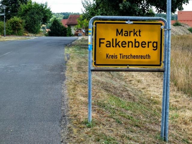 approaching Falkenberg