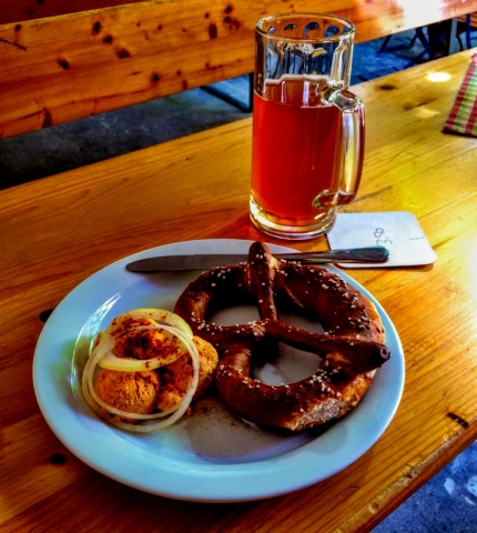 Beim Gloser Zoiglstube - pretzel with Obadza