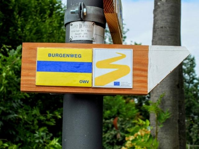 Goldsteig route marker