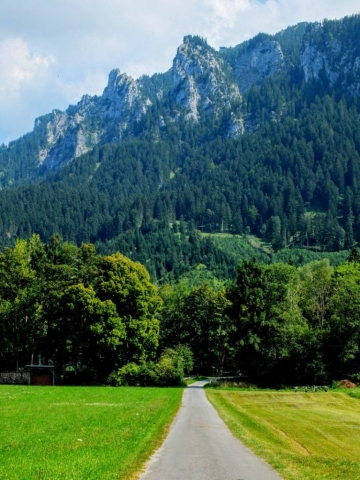 the approach to Tegelberg