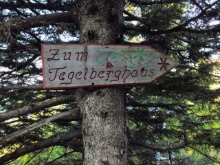 sign to Tegelberghaus