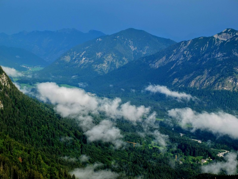 big view (Linderhof below)