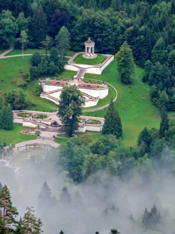 Linderhof below