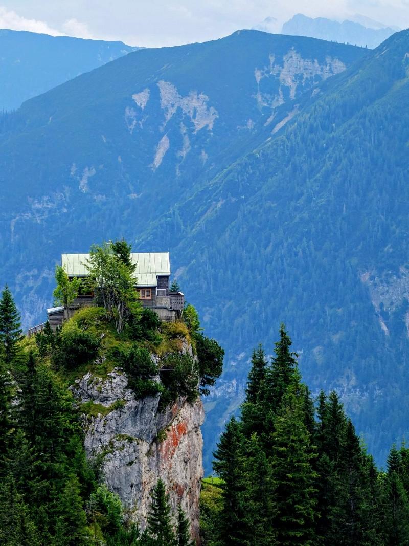approaching August Schuster Hut