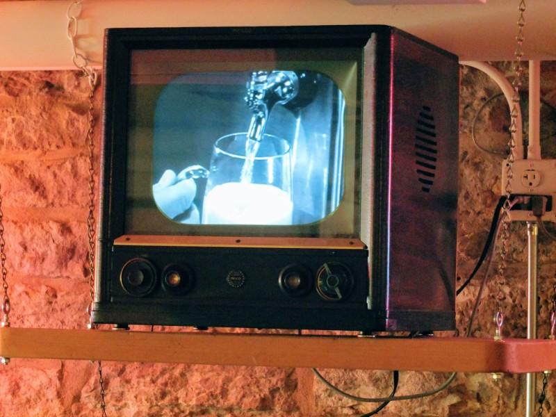 vintage beer ads play on a vintage TV set