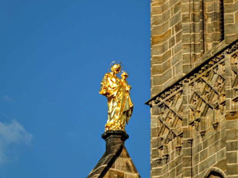 Obere Pfarre statue