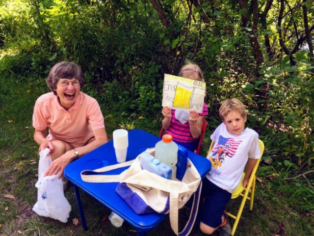 these kids and grandma had a free lemonade stand