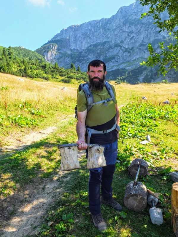 Ensar with a mountain barbell