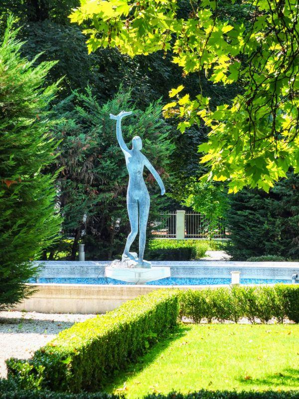 Blue Palace Garden Statue