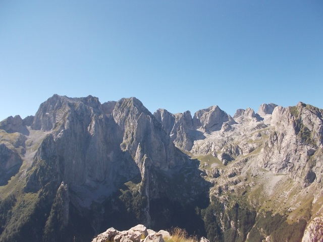 summit view - image by Nenad Andric
