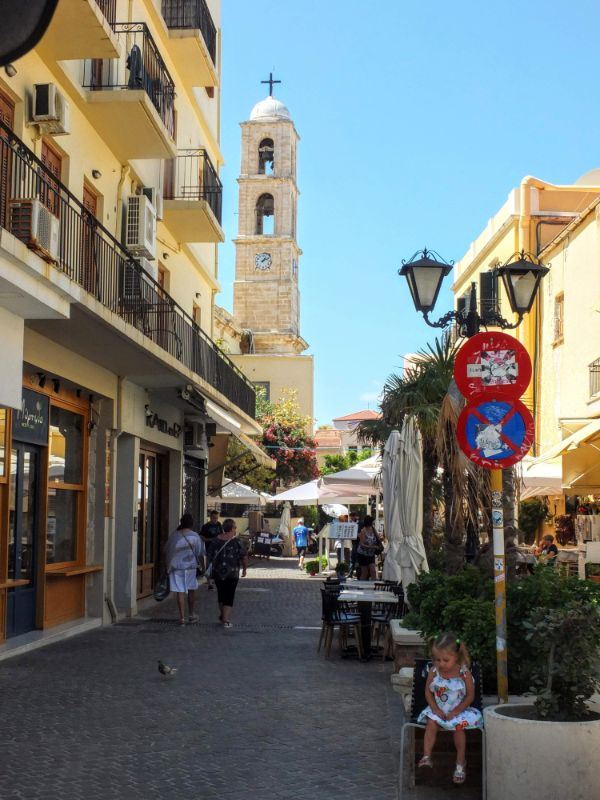 city street approaching Trimartiri Cathedral