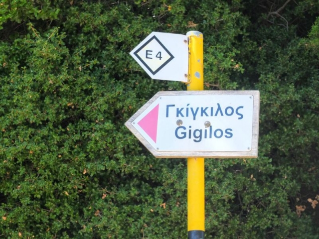 E4 route marker to Gigilos