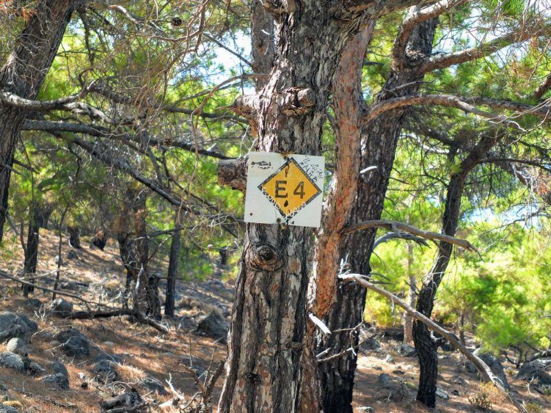 E4 trail marker