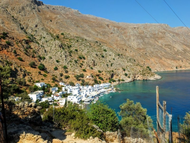 descending to Loutro