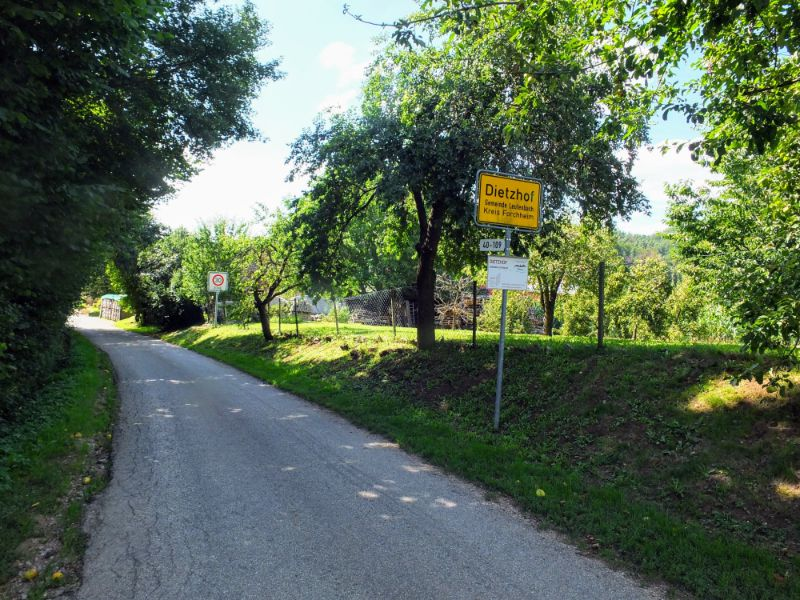 entering Dietzhof
