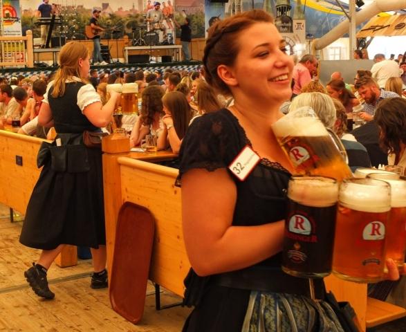 many Maß at Festzelt Reisinger