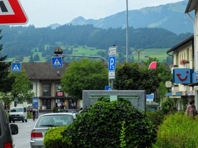approaching Sonthofen train station