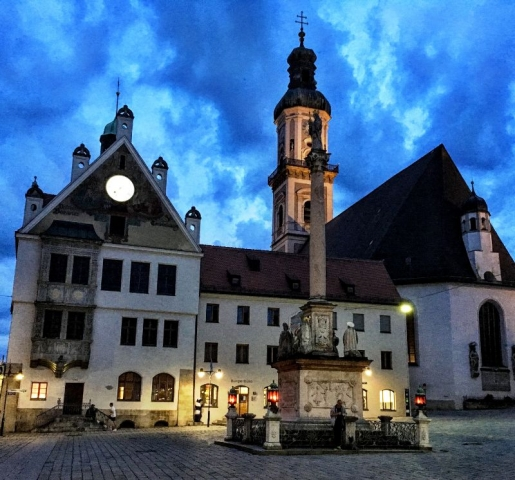 Freising Rathaus at dusk