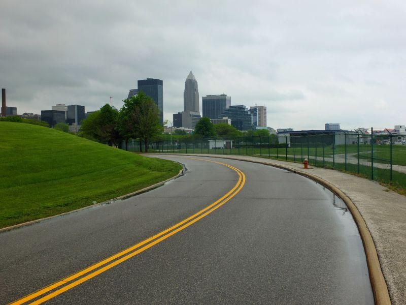 Lakefront Bikeway approaching city center