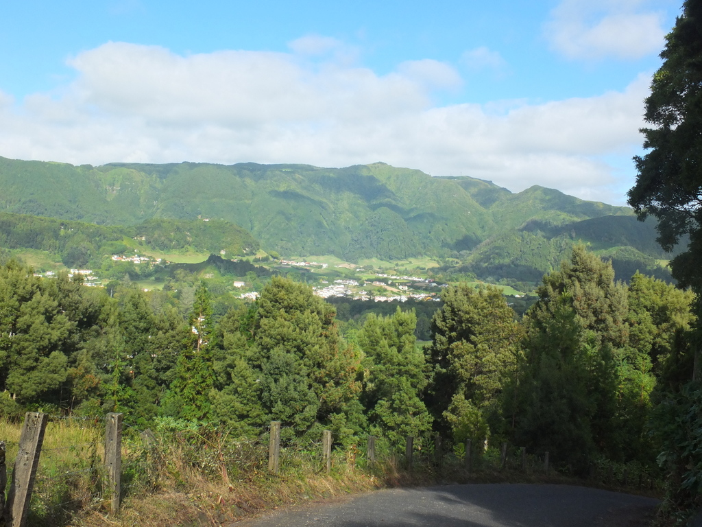 view down to Furnas