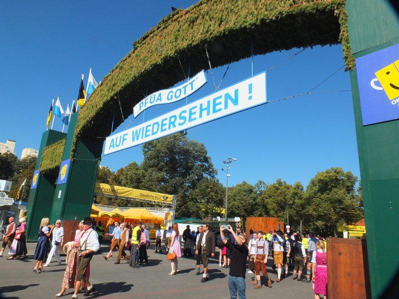 Oktoberfest - DSCF8651.jpg