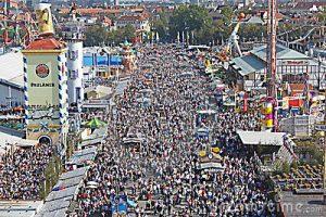 Oktoberfest - crowds-oktoberfest-14296952.jpg
